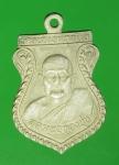 17860 เหรียญหลวงพ่อทองชุบ หลังหลวงปู่เยี่ยม วัดเลาขวัญ กาญจนบุรี 20