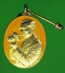 22767 เหรียญในหลวงรัชกาลที่ 9 ทรงกล้อง ลงยาสีเหลือง กระหลั่ยทอง 5
